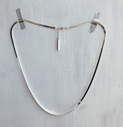 MINIMAL F NECKLACE